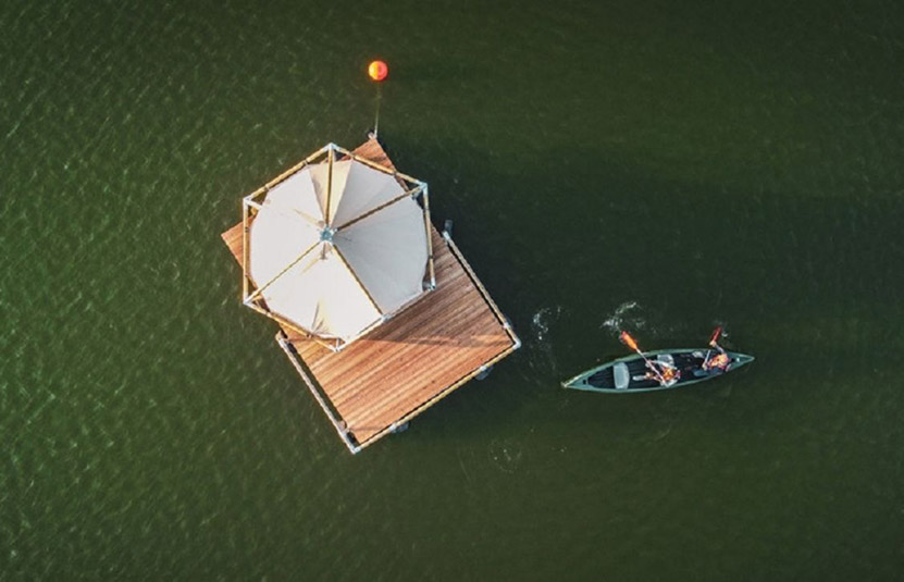 The floating glamping that allows you to sleep on the water